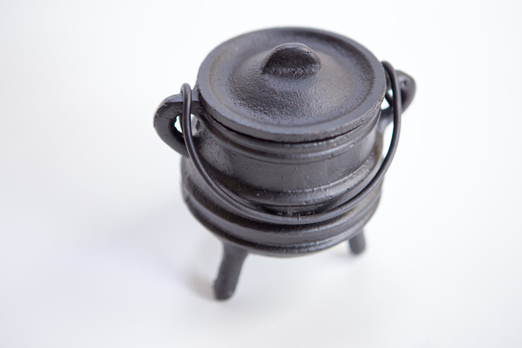 Cast Iron Cauldron with Lid 3