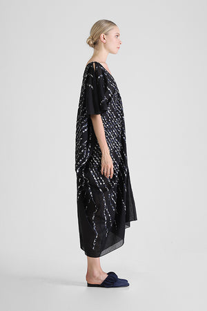 Hira - Kaftan with hand cut contrast stripe appliqué