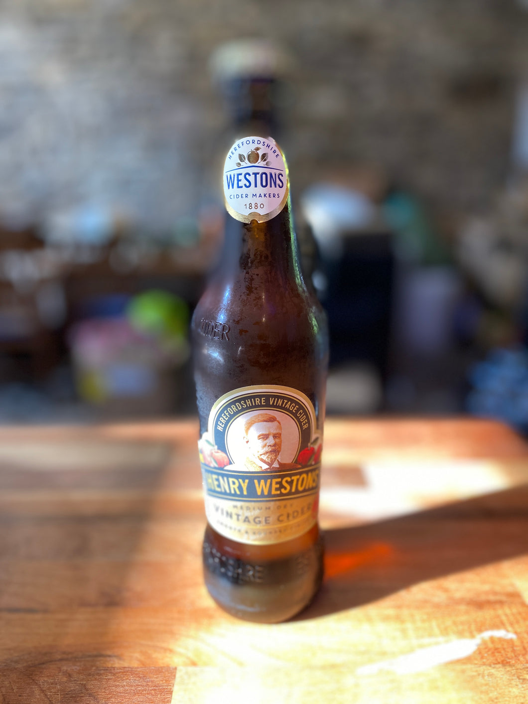 Henry Weston's - Vintage Cider, medium dry 500ml bottle