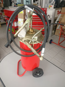 HAND OPERATED GREASE PUMP 50:1 - Galdes & Mamo