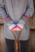Load image into Gallery viewer, Pachamama Knitwear Vienna Wristwarmers