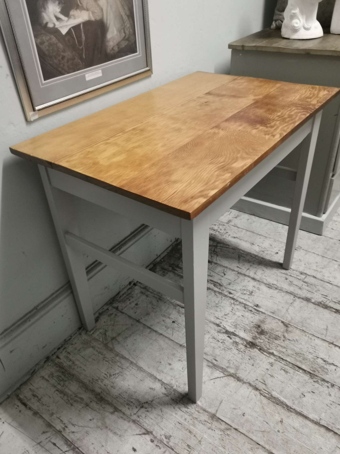 Small oregan table with painted legs