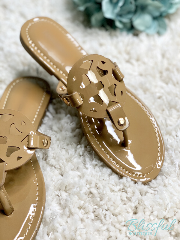 Cut-Out detail of mocha sandal