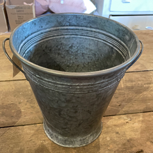 Load image into Gallery viewer, Metal Flower Buckets