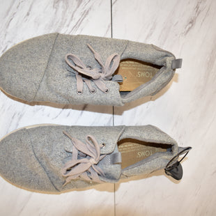 Primary Photo - BRAND: TOMS STYLE: SHOES ATHLETIC COLOR: GREY SIZE: 7.5 SKU: 186-186217-4506