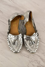 Primary Photo - BRAND:    CLOTHES MENTOR<BR>STYLE: SHOES FLATS<BR>COLOR: SILVER<BR>SIZE: 8<BR>SKU: 186-186206-327