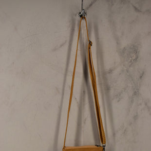 Primary Photo - BRAND:    CLOTHES MENTOR STYLE: HANDBAG COLOR: MUSTARD SIZE: SMALL SKU: 186-186230-57