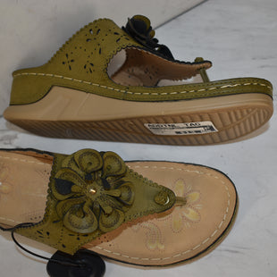 Primary Photo - BRAND:    CLOTHES MENTOR STYLE: SANDALS LOW COLOR: GREEN SIZE: 9 OTHER INFO: ITALINA  - SKU: 186-186106-11693