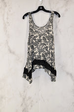 Photo #1 - BRAND: VINTAGE HAVANA<BR>STYLE: TOP SLEEVELESS<BR>COLOR: BLACK WHITE<BR>SIZE: M<BR>SKU: 186-186205-123