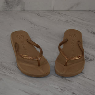 Primary Photo - BRAND:    CLOTHES MENTOR STYLE: FLIP FLOPS COLOR: GOLD SIZE: 5.5 OTHER INFO: MALVADOS - 5/6 SKU: 186-186167-31189