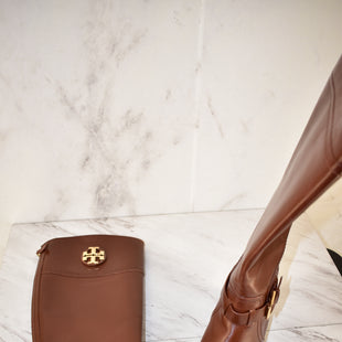 Primary Photo - BRAND: TORY BURCH STYLE: BOOTS DESIGNER COLOR: BROWN SIZE: 9.5 SKU: 186-186167-27232