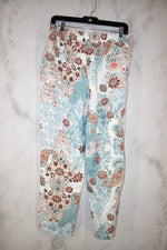 Photo #1 - BRAND: CHICOS <BR>STYLE: PANTS <BR>COLOR: WHITE <BR>OTHER INFO: 0.5 <BR>SKU: 186-186213-8641