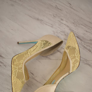 Primary Photo - BRAND: BETSEY JOHNSON STYLE: SHOES HIGH HEEL COLOR: CREAM SIZE: 9.5 SKU: 186-186217-1057