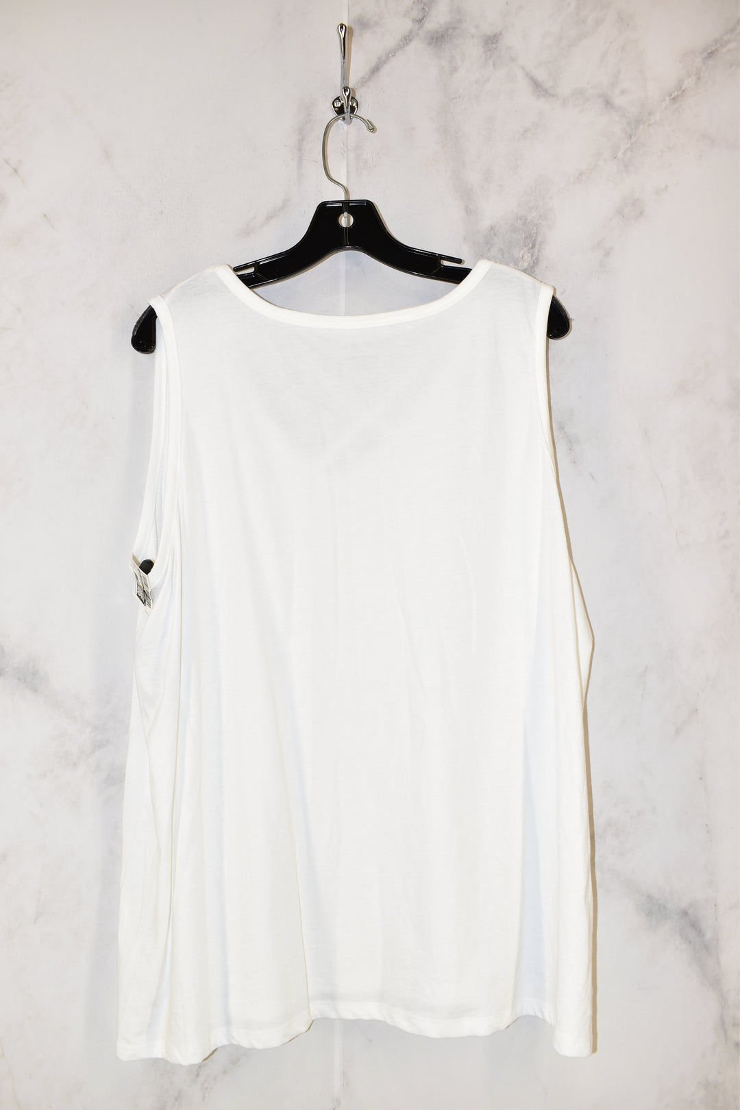 Photo #1 - BRAND: LANE BRYANT <BR>STYLE: TOP SLEEVELESS <BR>COLOR: WHITE <BR>SIZE: 2X <BR>SKU: 186-186167-22415