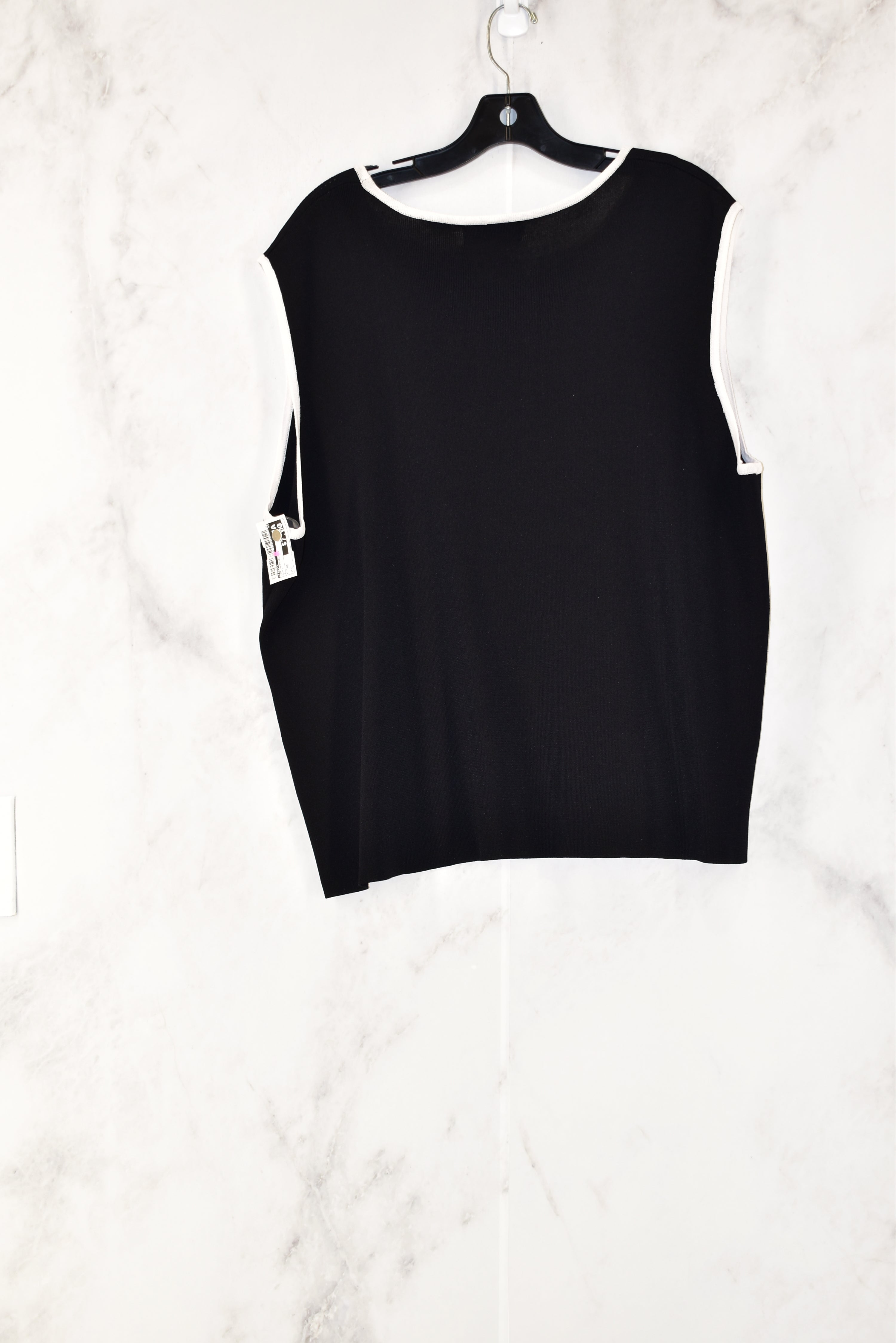Photo #1 - BRAND: FINITY<BR>STYLE: TOP SLEEVELESS<BR>COLOR: BLACK<BR>SIZE: 2X<BR>SKU: 186-186104-11892
