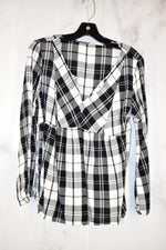 Primary Photo - BRAND:    CLOTHES MENTOR <BR>STYLE: TOP LONG SLEEVE <BR>COLOR: PLAID <BR>SIZE: S <BR>SKU: 186-186217-1651