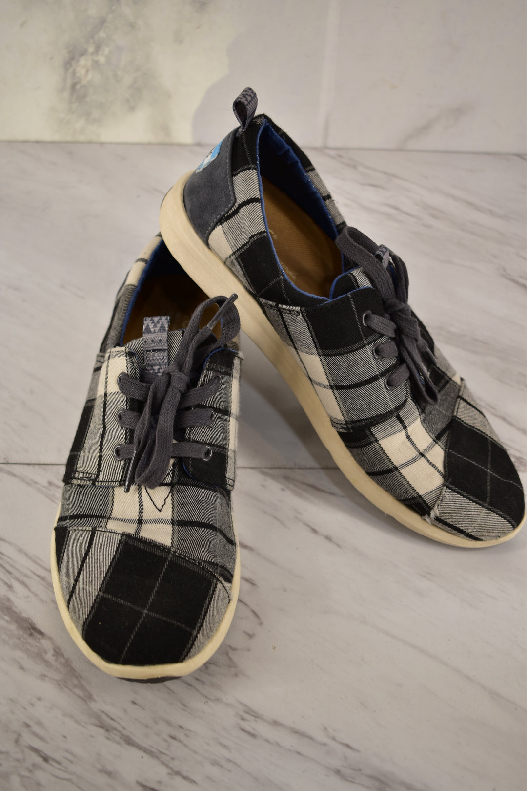 Primary Photo - BRAND: TOMS <BR>STYLE: SHOES ATHLETIC <BR>COLOR: PLAID <BR>SIZE: 8 <BR>SKU: 186-186106-9738