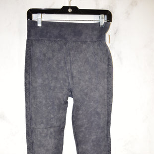 Primary Photo - BRAND:    CLOTHES MENTOR STYLE: ATHLETIC PANTS COLOR: GREY SIZE: XL SKU: 186-186217-5164