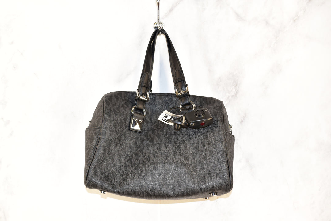 Photo #1 - BRAND: MICHAEL KORS <BR>STYLE: HANDBAG DESIGNER <BR>COLOR: MONOGRAM <BR>SIZE: MEDIUM <BR>OTHER INFO: BLACK AND SILVER <BR>SKU: 186-186167-22382