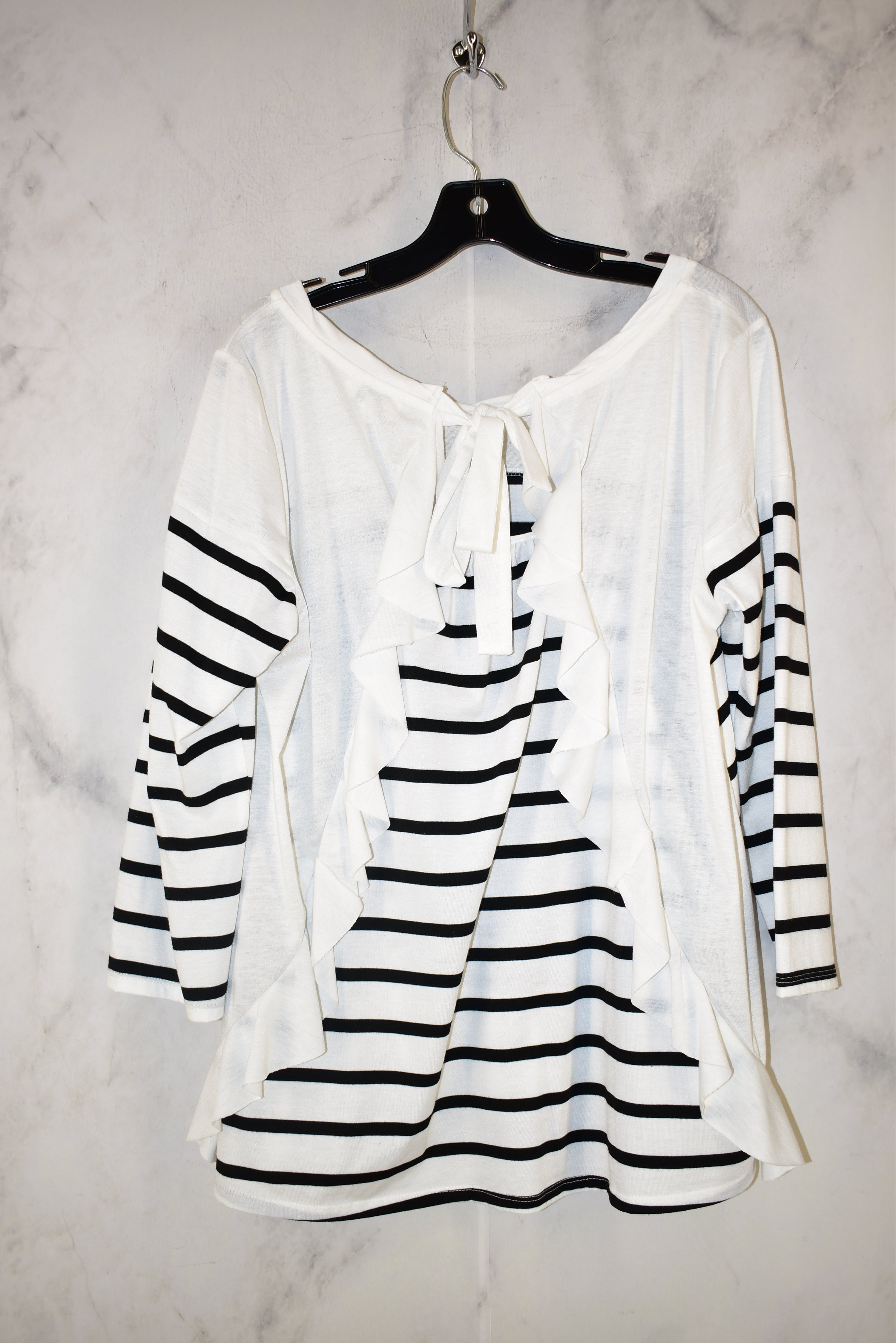 Photo #1 - BRAND: UMGEE <BR>STYLE: TOP LONG SLEEVE <BR>COLOR: STRIPED <BR>SIZE: M <BR>SKU: 186-186106-6519