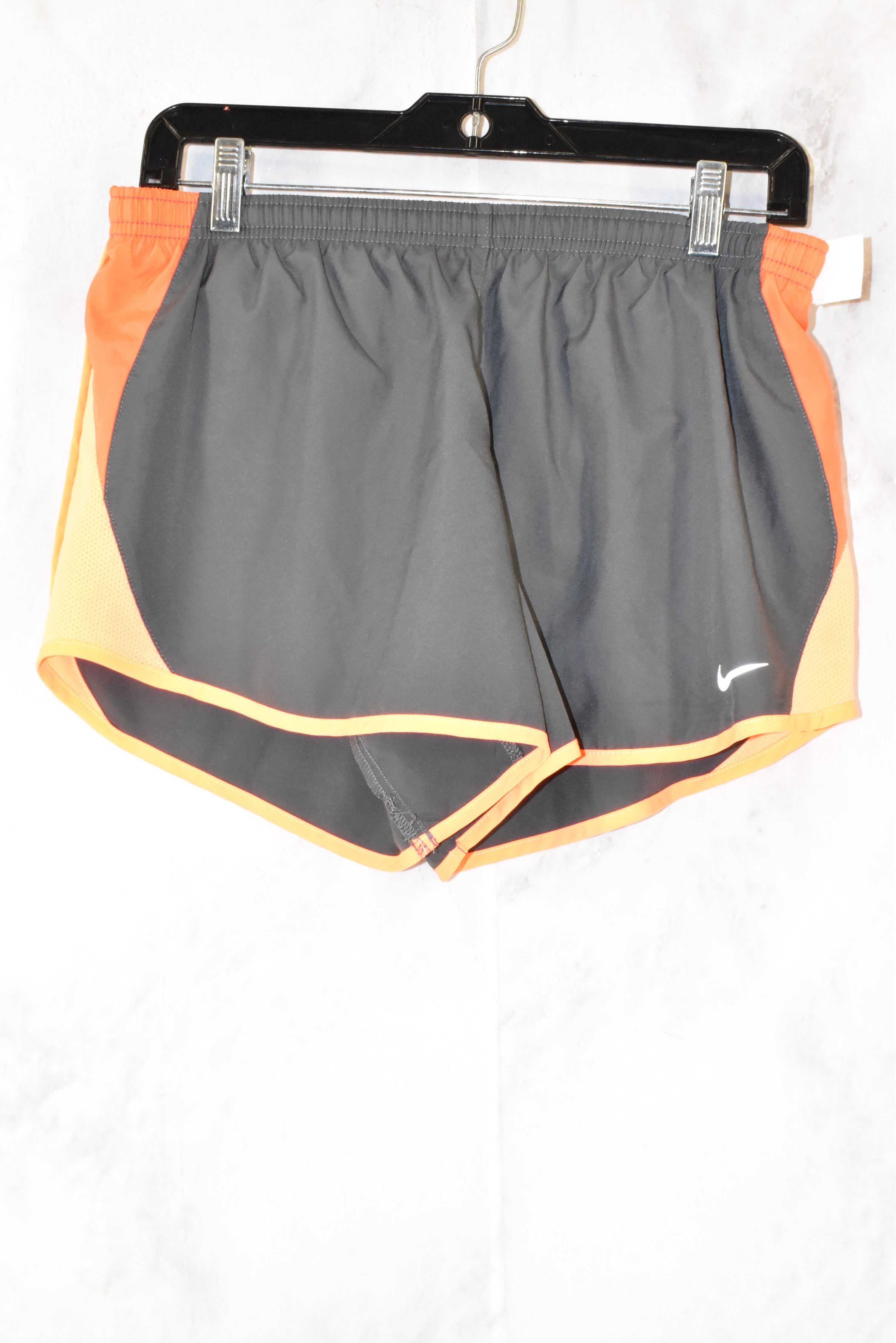 Primary Photo - BRAND: NIKE <BR>STYLE: ATHLETIC SHORTS <BR>COLOR: GREY <BR>SIZE: M <BR>SKU: 186-186106-7618