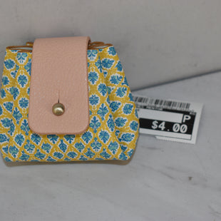 Primary Photo - BRAND:    CLOTHES MENTOR STYLE: COIN PURSE COLOR: YELLOW SIZE: SMALL SKU: 186-186106-11733