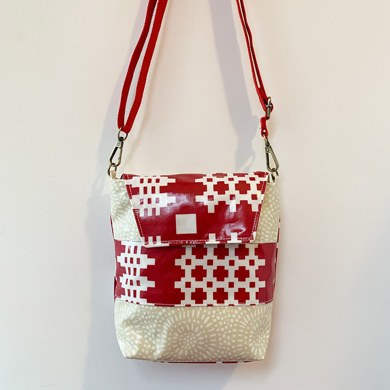 Welsh oilcloth Louella bag - red carthen/cream starburst