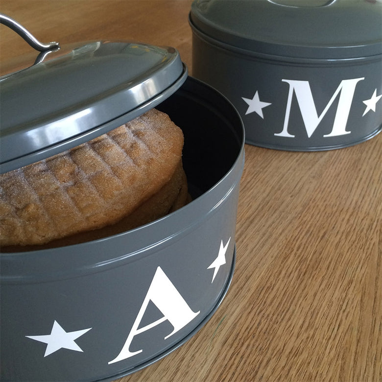 Personalised initial cake tin