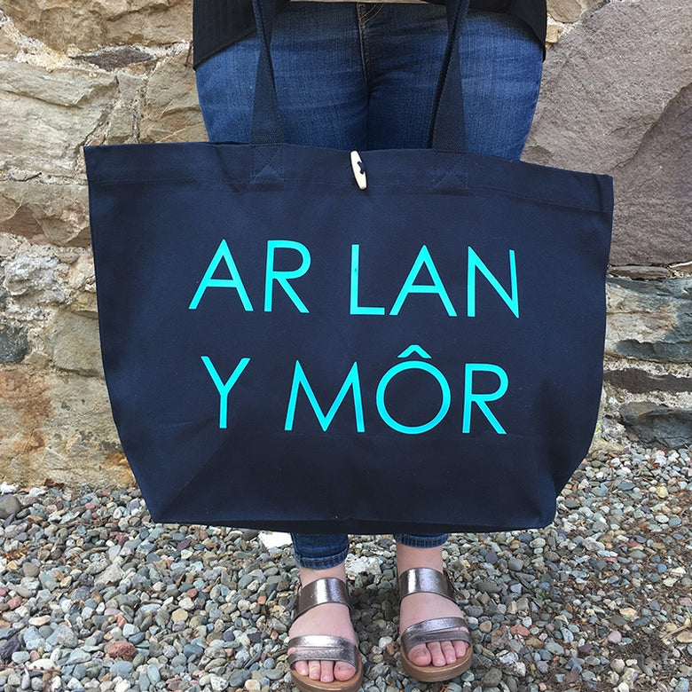 ar lan y mor large tote bag