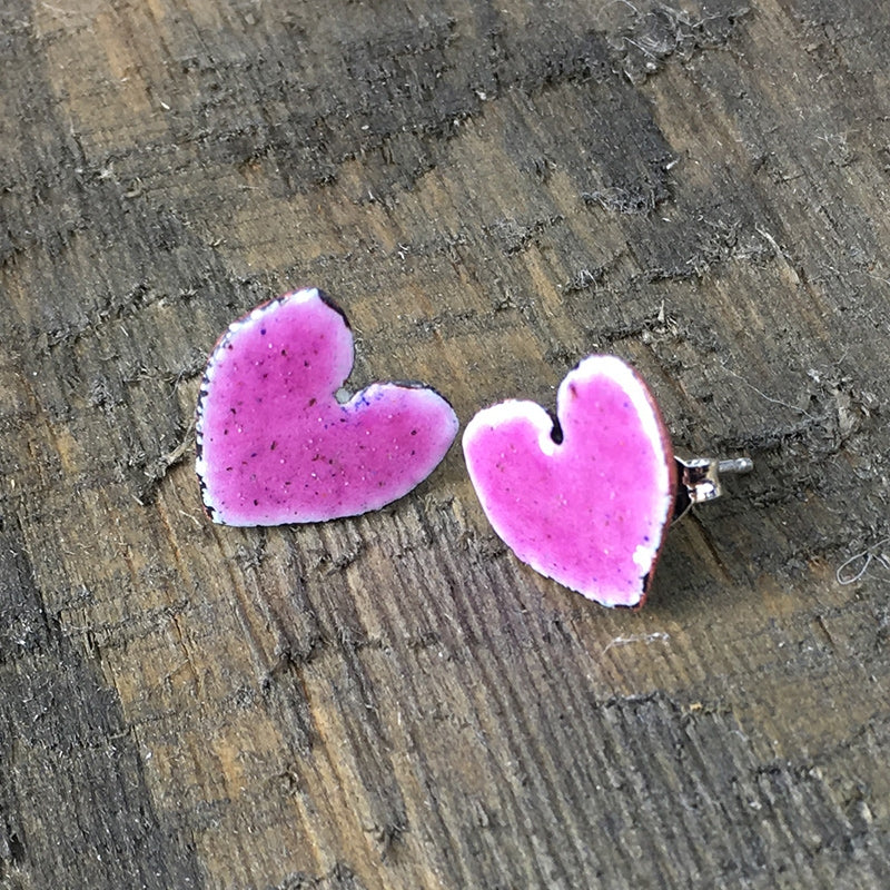 Enamel heart stud earrings - fuchsia
