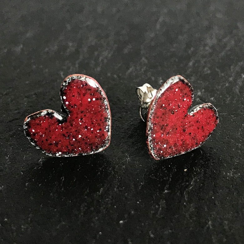 Enamel heart stud earrings - red