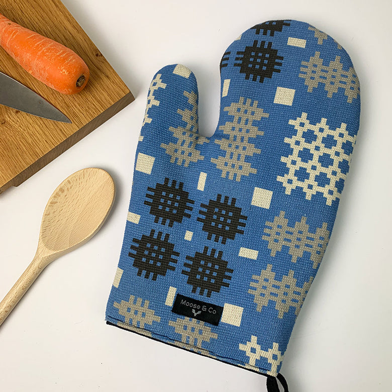 Welsh blanket print oven glove - blue