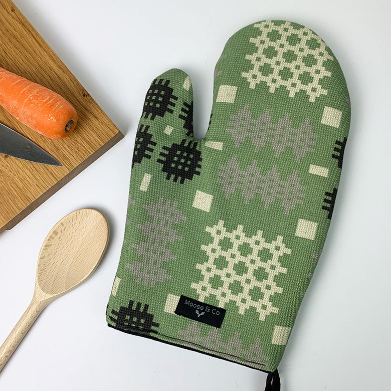 Welsh blanket print oven glove - green