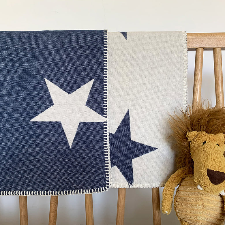 Organic cotton baby blanket - navy star