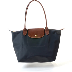 "Primary Photo - BRAND: LONGCHAMP STYLE: HANDBAG COLOR: GUNMETAL SIZE: SMALL OTHER INFO: LE PLIAGE SKU: 293-29311-3118611""W AT BOTTOM; 15""W AT TOP; 9""H X 6""D"