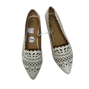 Primary Photo - BRAND: REPORT STYLE: SHOES FLATS COLOR: TAUPE SIZE: 9.5 SKU: 293-29338-11818
