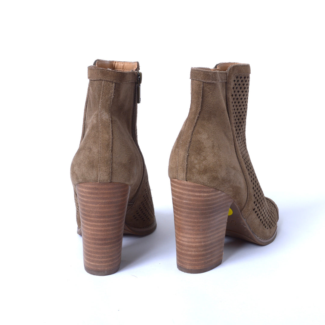 Photo #2 - BRAND: LUCKY BRAND <BR>STYLE: BOOTS ANKLE <BR>COLOR: TAUPE <BR>SIZE: 9 <BR>SKU: 293-29311-33617