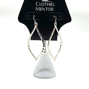 Primary Photo - BRAND:    CLOTHES MENTOR STYLE: EARRINGS COLOR: SILVER SKU: 293-29352-503