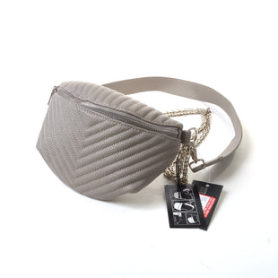 Primary Photo - BRAND: STEVE MADDEN STYLE: HANDBAG COLOR: GREY SIZE: MEDIUM OTHER INFO: CONVERTIBLE BELT BAG SKU: 293-29311-31127