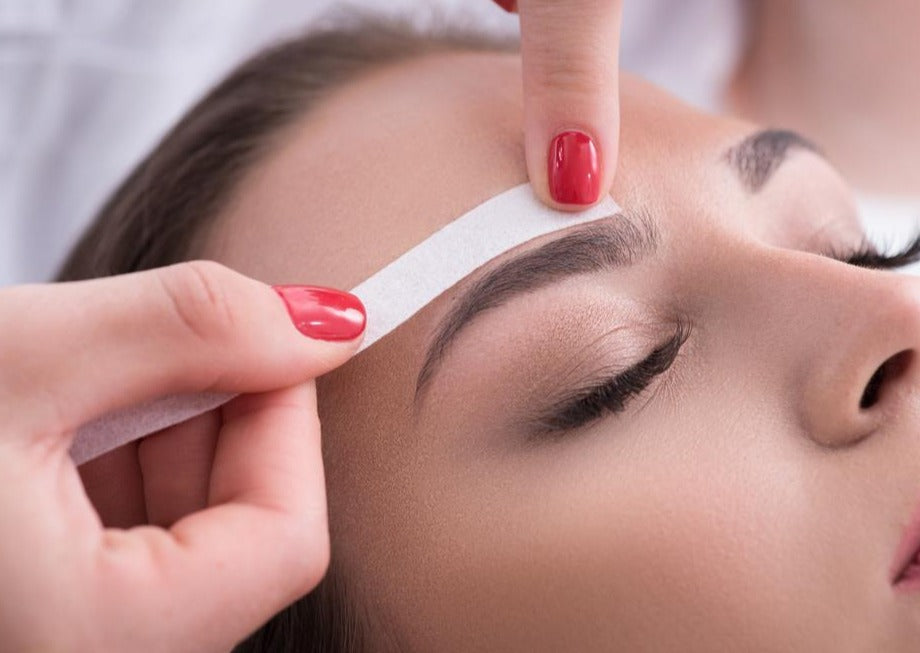Face Wax (includes lip/chin & a brow sculpt) - Beauty Bar Therapy