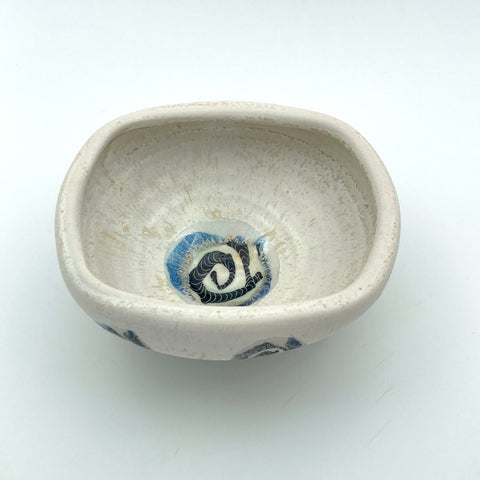 Low squared bowl with Patterned circle design