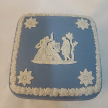 Load image into Gallery viewer, wedgwood blue jasperware box