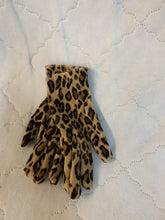 Load image into Gallery viewer, Women's Small Leopard Print Driving Gloves