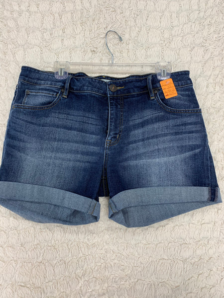 Ladies Bootlegger Shorts Size 32