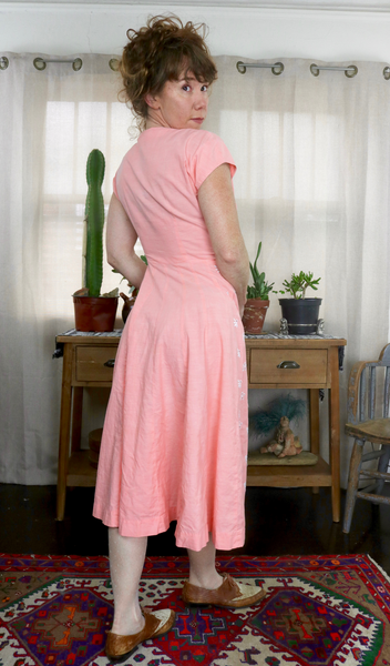 1950s Peach & Embroidered Swing Dress      S/M