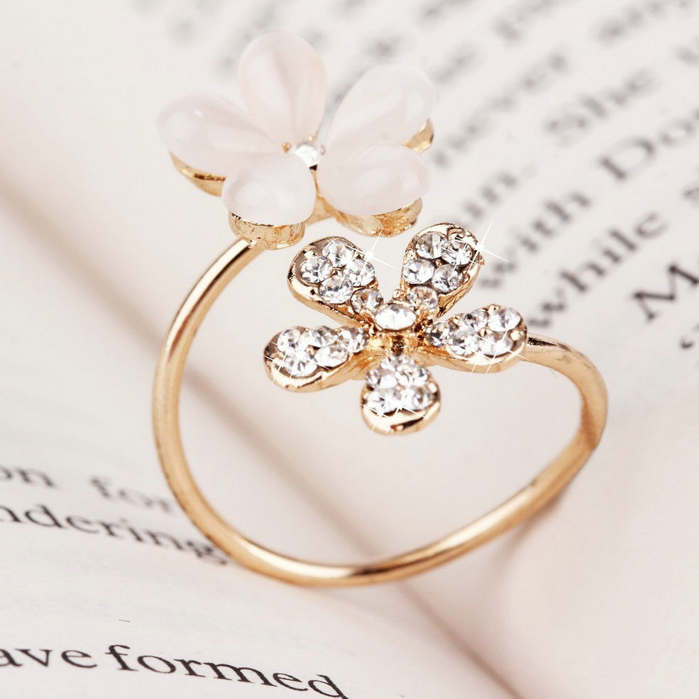Daisy Shaped Adjustable Gold Ring