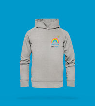 Laden Sie das Bild in den Galerie-Viewer, Hoodie Unisex in Hellgrau Prerow mit Regenbogen Motiv