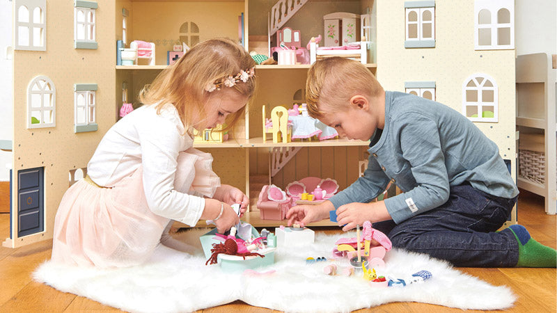 Top Tips On How To Engage Your Child In Creative & Imaginative Play