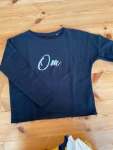 "Laden Sie das Bild in den Galerie-Viewer, Lovingsoul Sweater ""Om"""