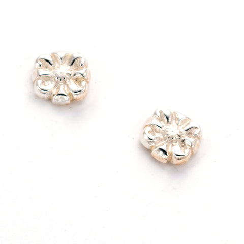 beautiful hand carved daisy earrings by anna biggs in wilmington delaware